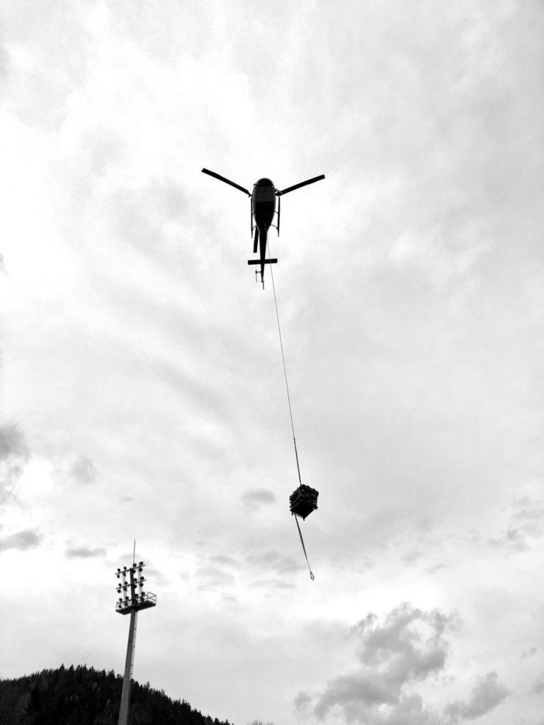 Usługi dźwigowe śmigłowcem